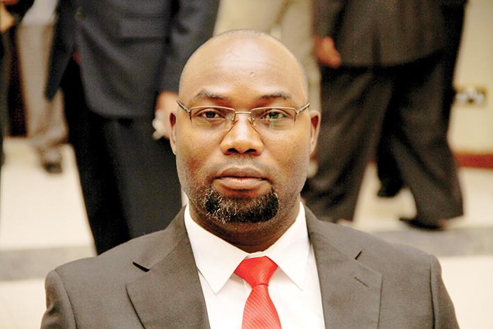Minister puts FAZ executive on spot
