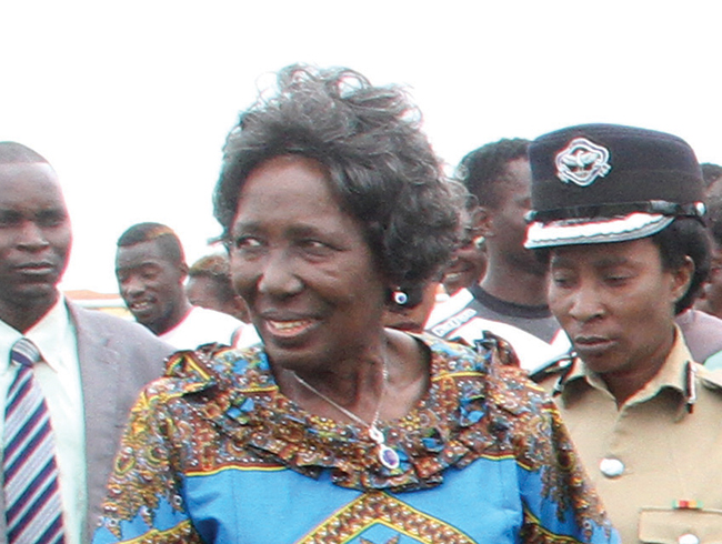 Wina challenges public workers